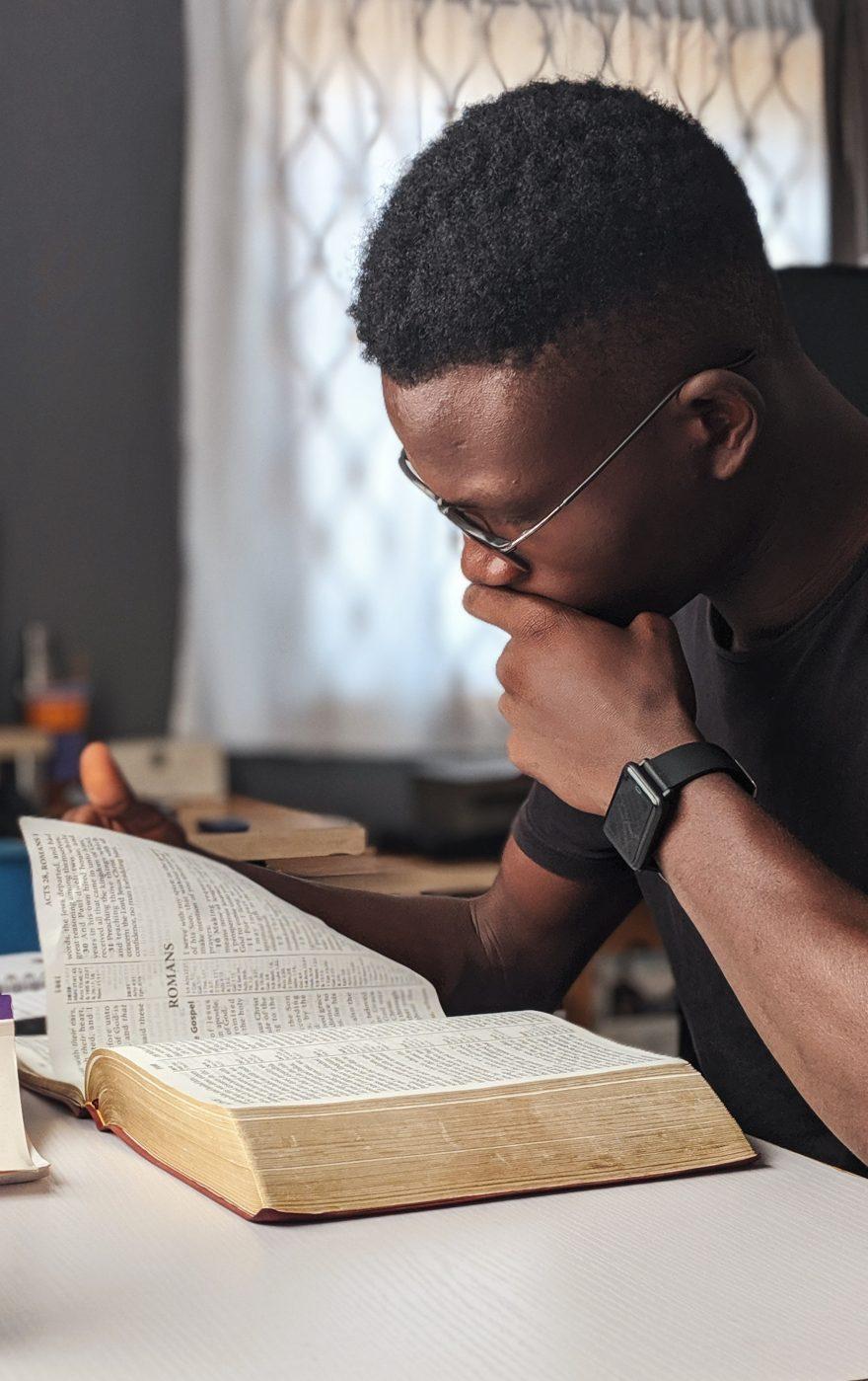 AKONCITY Education man reading book